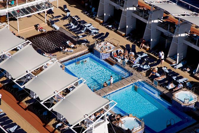 Vista aérea de las piscinas Celebrity Solstice