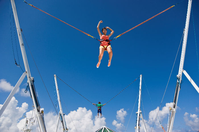 Trampolines bungee en el Rhapsody of the Seas