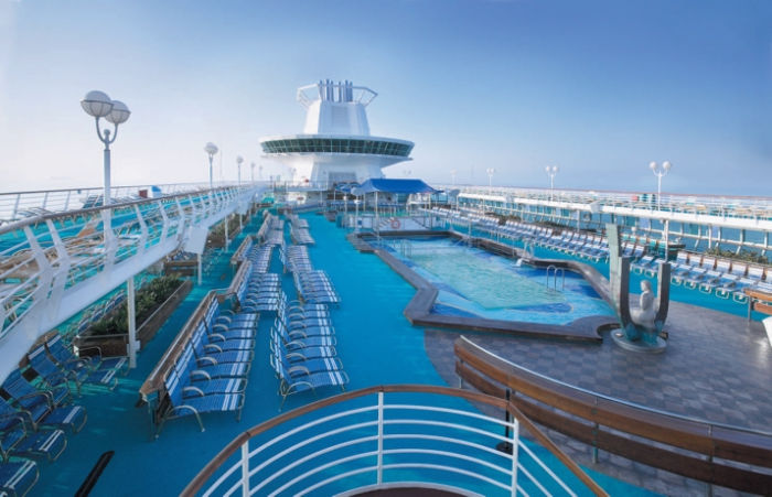 Solarium y piscinas en el Monarch of the Seas