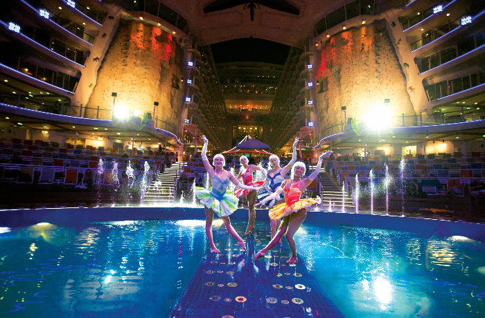 El espectacular AquaTheater del Oasis of the Seas