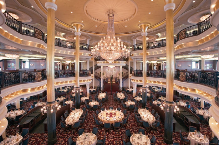 El impresionante restaurante del Adventure of the Seas