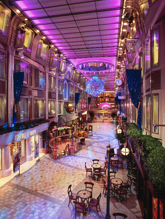 La impresionante Royal Promenade del Adventure of the Seas