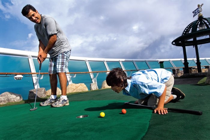 MiniGolf a bordo del Adventure of the Seas