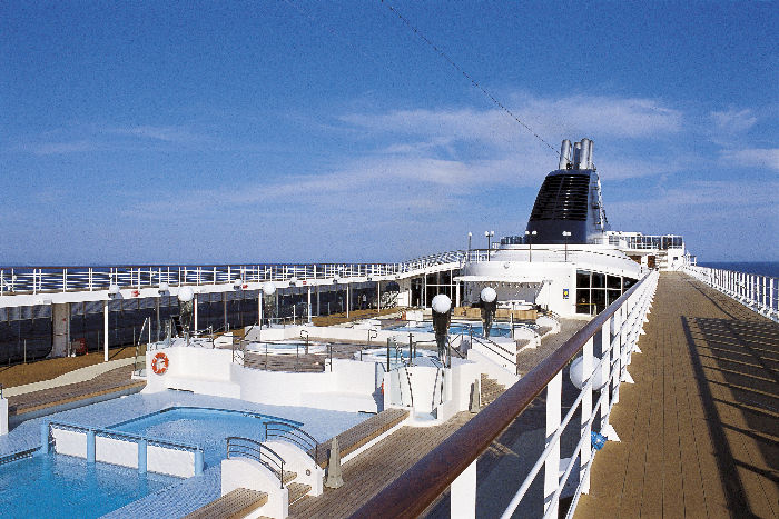 Piscina a bordo del MSC Opera